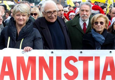 Carceri: partita marcia Radicali per l'amnistia