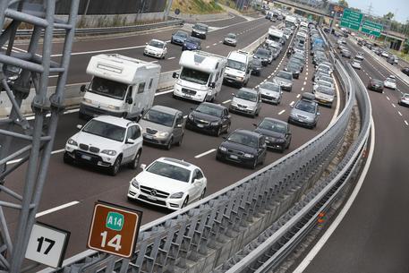 Estate: traffico intenso, bollino rosso su strade e autostrade